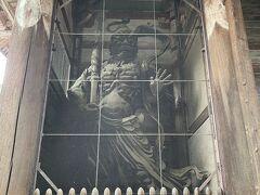 南大門の仏像(右側)
