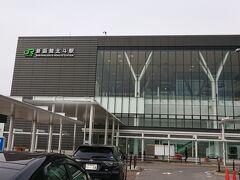 こちらは新幹線の駅、新函館北斗駅を見に来ました。でも…周りには何もありません。。函館駅からは20キロ離れています。新幹線で函館に来ることはできても、ここからの移動がちょっと大変かも。。