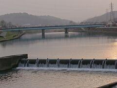 石立神社から更にさかのぼり、鏡川橋が見えたところで終了。 ちょうど路面電車が鏡川橋を渡っていましたが、シャッターチャンスを逃してしまいました。