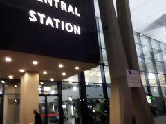 5日目:ソフィア中央鉄道駅→カザンラク駅→(バス)→シプカ ソフィア中央鉄道駅 朝6時 ホテルからタクシーで中央駅に来ました。まだ外はうす暗いです。