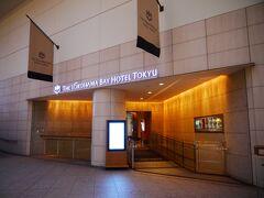 クインズはじっこの2階玄関から入ります。 このホテルの入り口は正面玄関、ここ、1階の玄関(ここの真下)の三か所。 みなとみらい駅から来ても、桜木町駅から来ても、多分ここが一番使われる入り口だと思う。