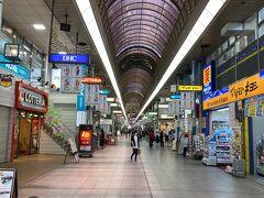 松山はこの日(5/23)よりまん防解除。 確かに人は昨日より増えてる気もしますが、そもそもお店がやってない! 大抵のお店は当初の予定通り5/末までの休業と言った感じ。 銀天街から大街道と歩いてみましたが、一部のチェーン店は再開しているもののお店自体の感じはそれほど変化がありませんね。