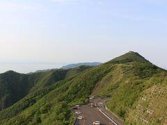 道路を挟んで反対側の丘にも行ってみます。