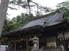 次に来たのは石浦神社。 ここは金沢最古の神社らしいです。 547年にできたとか。 古墳時代なんだそうです。 そんな昔から神道があったのか、、、  古墳時代といえば耳の横に8の字みたいな髪型の時代? もちろん神主さんもいたんでしょうね、当然。 どういう姿か想像がつかない、、、