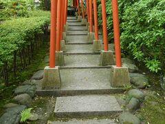 ここは何かな? 登ってみましたら金澤神社の横の入り口でした。