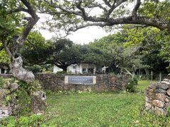 宿の前まで戻ります。 ここは「黒島ビジターセンター」  目の前の宿に泊まっているのに、もう何年も行っていないことに気が付く。(;^ω^)