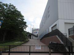 室内練習場も建てられて向こう側にある選手寮や2軍の使う第二球場もリニューアルされましたが、あいにく立ち入り禁止でした。