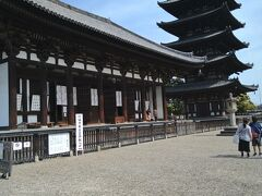 興福寺は東大寺に一番近い観光スポットです。「古都奈良の文化財」の一部として世界遺産に登録されています。(京都奈良参照)