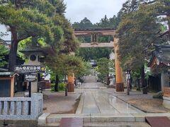 予定では10時前には着くつもりが高山の町にはお昼前に到着。 まずは、櫻山八幡宮に向います。