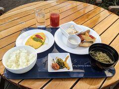 朝食はビュッフェの「ニライカナイ」。