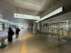 定刻通り広島空港に到着。もちろん初めての広島空港である