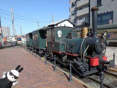 道後温泉駅には「坊っちゃん列車」が休んでいた。