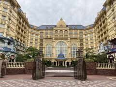 このお出掛けの1番の目的地に到着。 ディズニーランドホテルです。