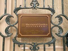 ホテルのロビーを見学後、1階のホテルビュッフェレストランにいざ! ディズニー・イースター ディナービュッフェ 5,200円