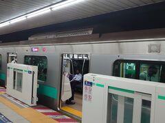千代田線をおります。
