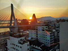 ホテルから見える日の出と朝焼け