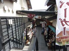 看雲桜で食事をした後は、再び神門通りへ。 神門通りやご縁横丁などは、閑散としていて一部のお店は、休業してました… 閑散としているせいか、ガラガラでおそば屋さんの外で店主の方が立ってました。