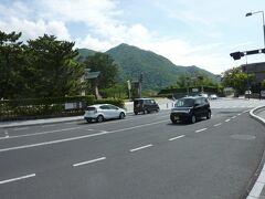 北島国造館から出雲大社を通り、神迎の道を歩きます。