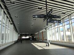 コインロッカーに荷物を預けて 松本駅の西口へ。