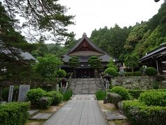 5月22日。 瑠璃光寺の池には例年の光景。