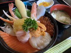 帰りは念願の海鮮丼!「漁師の店・中村屋」さんで。 「ミニ大漁丼」\2690です。