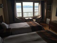 ホテルにチェックインー! 湖側の最高のお部屋。