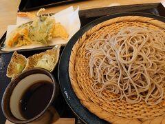 お蕎麦を頂きました。 天ぷらがサックサクで美味~