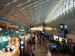 金曜日の朝7時過ぎ。 久しぶりに羽田空港に来ました。実に半年ぶりかな~。 コロナの影響か、やはり人出は少ない感じ。。。
