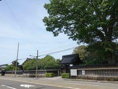 長久寺。 県内一の大きさを誇る2本の銀木犀があります。 前田利家の妹「津世姫つせひめ」のために、約400年前に創建した曹洞宗の寺だそうです。