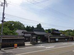妙法寺。 市指定天然記念物のドウダンツツジで有名みたいです。