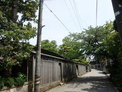 金茶寮の隣が今日の、というか今回の旅行の動機となった辻家庭園の敷地です。