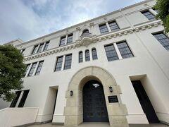 綺麗な建物ね~と思ったら東洋英和女学院でした。 こんな場所に学校あったら大変だ~(何が?(笑))。