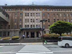 通り道にある神奈川県庁。