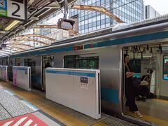 横浜方面行きの根岸線に乗車。横浜で東海道線に乗り換え湯河原へ向かいます。