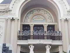 ホテルから歩いてすぐにオペラハウスを発見
