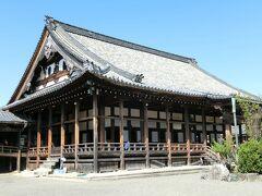 黒壁スクエアなどの観光地の徒歩圏内に長浜別院大通寺がありました。