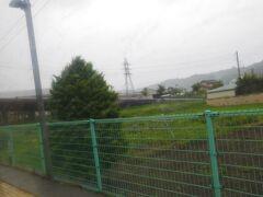 海瀬駅です。そばに、でっかいパイプがありましたが、水力発電のものらしいです。