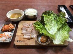 その中の一つ、大阪一さんでランチ ♪ 大阪で一番好きな韓国料理店である 福一さんの2号店にあたります。  サムギョプサルの口で訪ねましたが 2人前以上からの注文という事で 泣く泣く諦めました…(T . T)  仕方なくポッサムで我慢!  あぁ…サムギョプサルぅ… 涙