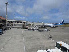 予定通りに宮古空港に到着。 宮古島に来るのは去年の夏以来です。 梅雨真っ只中で曇り後雨の予報でしたが、幸運にも晴れています。
