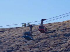 麓からストーン・マウンティン頂上までゴンドラ(Skyride)で登ることができます。