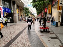 荷物を預け、ホテルからほど近いクリスロード商店街にやってきました。