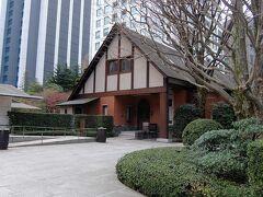 菊池寛実記念智美術館の瀟洒な建物. 外から見ただけです.