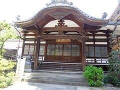 栄閑院の隣に興昭院あり.これは本堂. 閻魔王像(こんにゃく閻魔)で知られている.