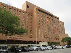 16:25 「沖縄ハーバービューホテル」に予定より早めに到着しました。 繁華街から少し離れた住宅地の中にある静かな環境です。