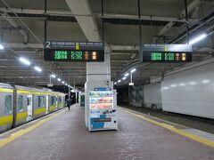 まだ外は暗い元日の朝5時、千葉駅に着きました。