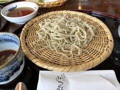 尖石縄文考古館近くに蕎麦街道があり、11:00頃「みつ蔵」に寄りました。