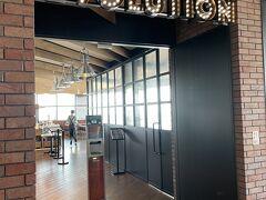 <フォーポイントバイシェラトン>  ダイニングレストラン「エボリューション」 朝食 6:00-10:00まで  入口で手の消毒をしてから席に案内されます!