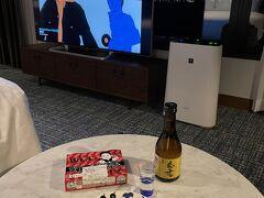 <フォーポイントバイシェラトン>  なんとホテル1階のショップに日本酒が売っていました。 常滑市澤田酒造の「白老」!買えて良かった!  手羽先&日本酒360mlで ご当地グルメでひとり二次会スタート♪  世界の山ちゃんの手羽先は通常5本セット。 お店の方が最後に1本残っているからと6本にしてくれました。 嬉しい!ありがとうございました。