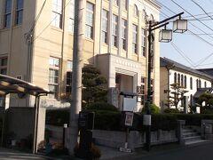 昭和の刑事ドラマに出てきそうな建物。  何だろう?