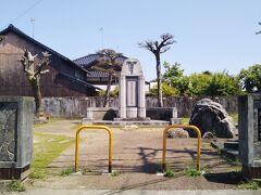 金谷本町にある水島公園。中津出身の水島銕也(てつや、1864-1928)の生誕地である。 水島銕也は神戸高等商業学校(現在の神戸大学)の創設委員で初代校長。多くの実業家(出光興産の創業者出光佐三など)を育て、商業教育に尽力した。